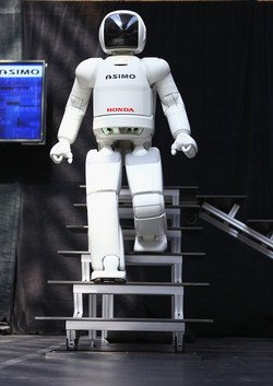 Hondas ASIMO (humanoid robot) makes its debut at the FIRST Championship