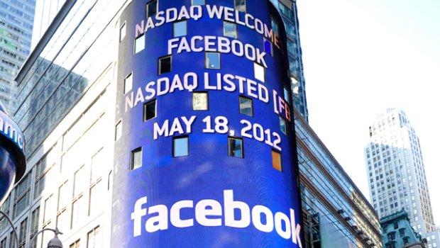 Facebook, giorno dell'approdo al Nasdaq