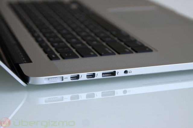 Retina macbook pro review 15 model 2010 ubergizmo - Macbook pro 15 retina ports ...