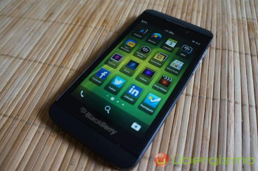 BlackBerry Z10 Review | Ubergizmo