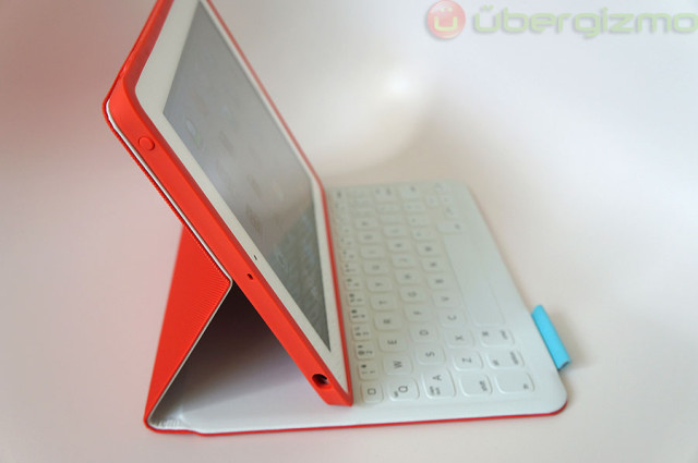 Logitech FabricSkin Review [iPad Keyboard Case]