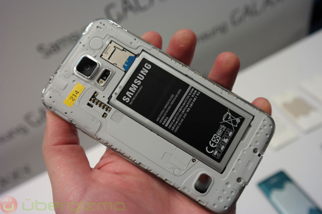 http://www.ubergizmo.com/wp-content/uploads/2014/02/galaxy-s5-preview-mwc2014-27-640x426.jpg
