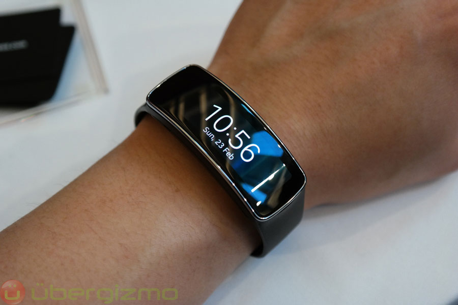 samsung gear fit an s5 companion to keep you in shape. Black Bedroom Furniture Sets. Home Design Ideas