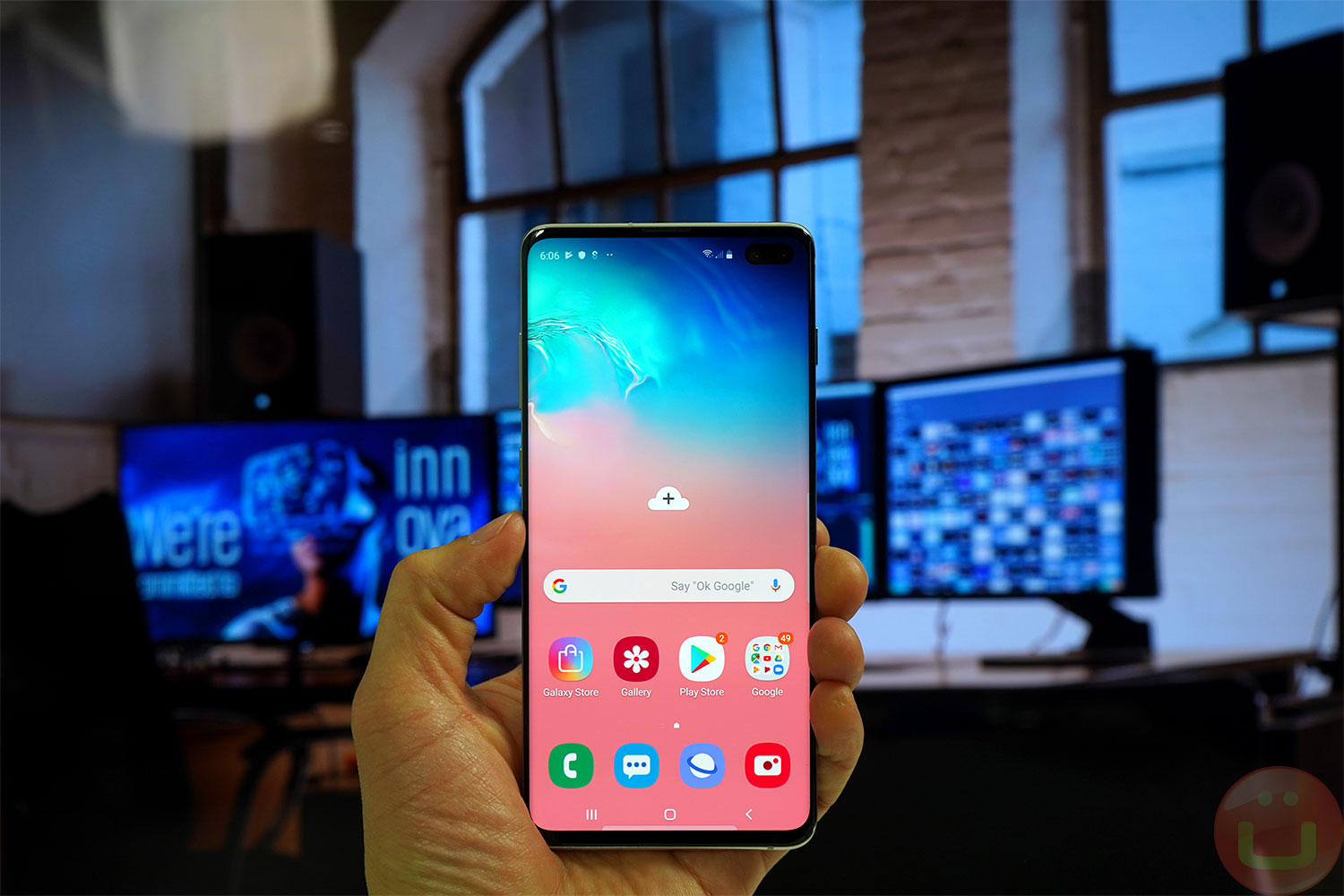 samsung galaxy s10 review 09 front hand